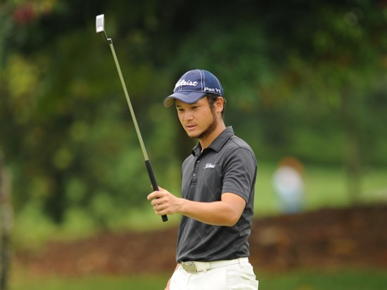 Masaru Takashi acknowledges the gallery after holing out the tournament © Arep Kulal/PGM Tour