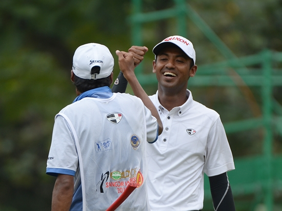 Shaaban Hussin celebrates with his caddie after his third eagle of the week ©Khalid Redza|Asian Tour