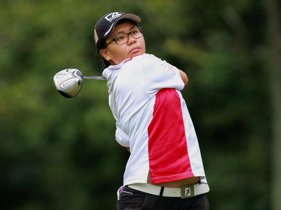 Tham Soot Yuet leads the girls 18 and under division by three strokes [filepic ©Mike Casper|TCH]