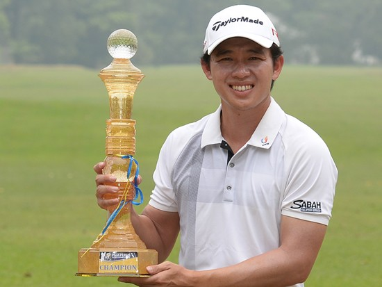 Ben Leong with the Perlis Championship trophy © Arep Kulal