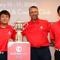 Team Asia captain Jeev Milkha Singh flanked by Malaysians Nicholas Fung and Danny Chia ©Arep Kulal|Asian Tour